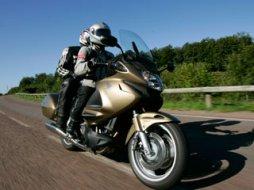 honda 650 700 ntv deauville moto magazine leader de l actualit de la moto et du motard. Black Bedroom Furniture Sets. Home Design Ideas