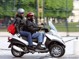 piaggio mp3 lt 300 moto magazine leader de l actualit de la moto et du motard. Black Bedroom Furniture Sets. Home Design Ideas