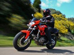 aprilia 750 shiver moto magazine leader de l actualit de la moto et du motard. Black Bedroom Furniture Sets. Home Design Ideas