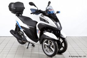 un scooter 3 roues yamaha tricity sp cial police moto magazine leader de l actualit. Black Bedroom Furniture Sets. Home Design Ideas