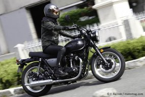 Kawasaki W800 Street : black is back
