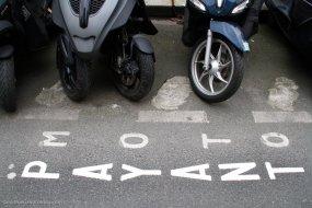 """Anne Hidalgo """"plutôt favorable"""" au stationnement payant des 2-roues à Paris Arton36855-9362d"""
