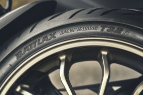[VIDEO] Avec les T32 (GT), Bridgestone promet un pneu (...)