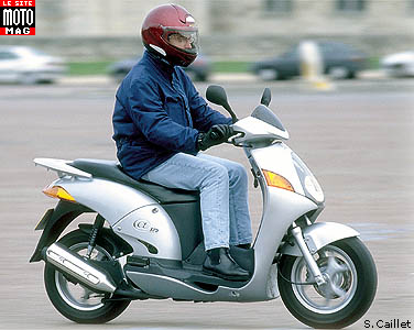 Honda 125 @ : tenue de route