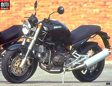 ducati 750 monster dark moto magazine leader de l actualit de la moto et du motard. Black Bedroom Furniture Sets. Home Design Ideas