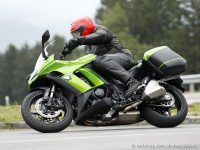 Essai Kawasaki Z 1000 SX : valises en option