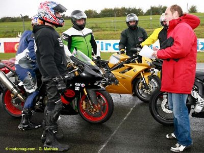 Passeport circuit au Moto Tour : attentifs