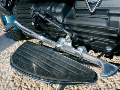 Triumph Rocket III Touring : reposes-pieds