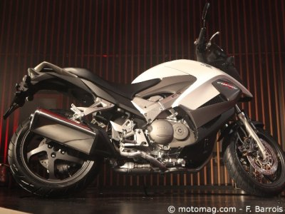 Milan 2010, Honda Crossrunner : un air viril