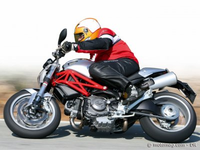 Essai Ducati 1100 Monster : comportement stable