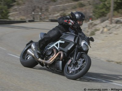 Ducati 1200 Diavel Carbon : comportement