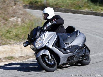 suzuki 650 burgman le scooter gt prot iforme vid o moto magazine leader de l actualit. Black Bedroom Furniture Sets. Home Design Ideas