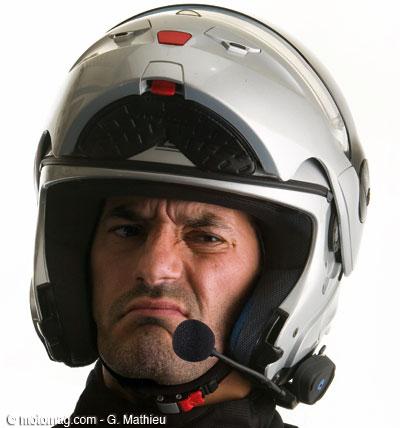 le kit main libre bient t interdit au volant motomag le site de moto magazine. Black Bedroom Furniture Sets. Home Design Ideas