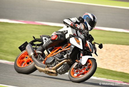 KTM 1290 Super Duke R : position roadster