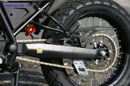 Essai Derbi Mulhacèn 125 : suspension