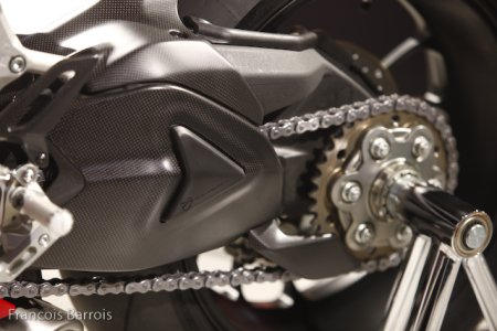 Milan-Ducati 1199 Panigale : touches carbone