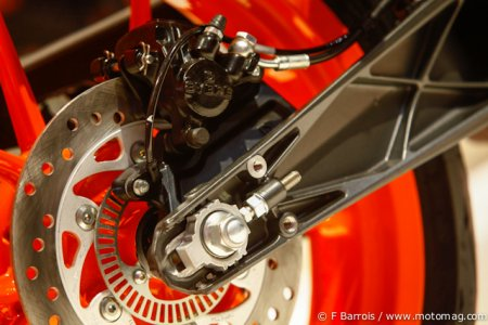 Salon de Milan - KTM 390 Duke : freins ABS