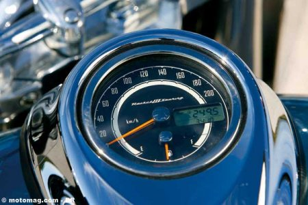 Triumph 2300 Rocket : compteur simple