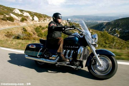 Triumph 2300 Rocket : lourde mais stable
