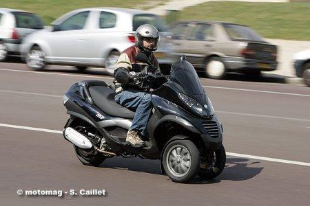 piaggio 125 mp3 essai et mesures du scooter du troisi me moto magazine leader de l. Black Bedroom Furniture Sets. Home Design Ideas