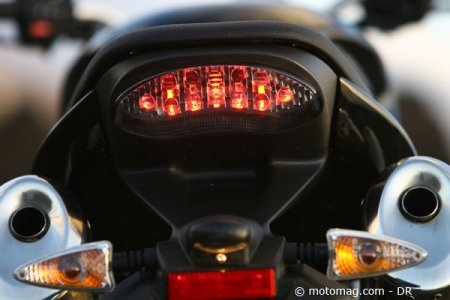 Triumph Speed Triple 1050 : feu à led