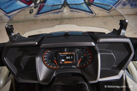 Can-Am Spyder F3T : tableau de bord complet