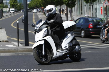 Kymco People 300 : tenue de route perfectible