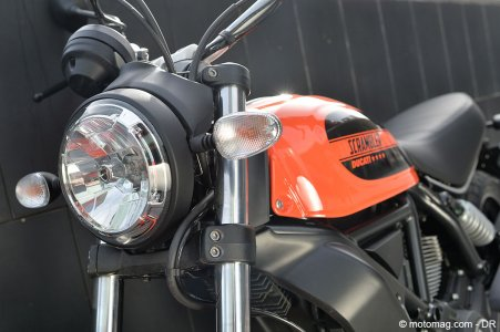 Ducati Scrambler Sixty2 : phare au look particulier