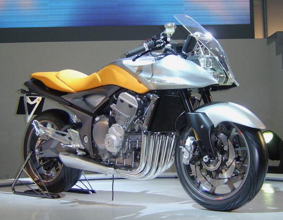 Ces concepts motos qui n'ont jamais vu le jour - partie 2 (2003 - 2007) Suzuki_stratosphere-63303-ff58e