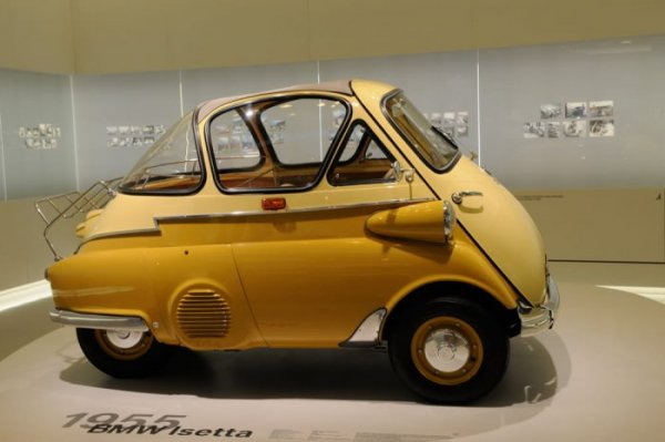 BMW Isetta {JPEG}