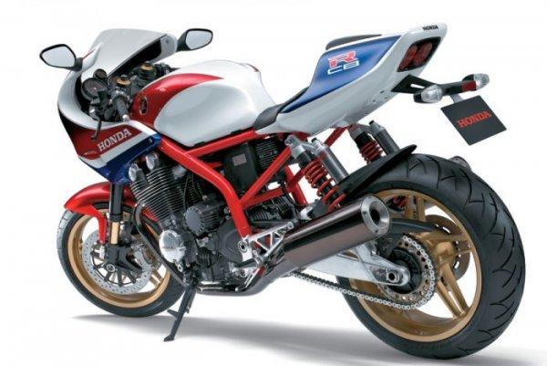 Ces concepts moto qui n'ont jamais vu le jour - partie 3 (2007 - 2017) Honda-cb1100r-concept-2007-arriere-cafe-racer-rcb-a9620-ec623