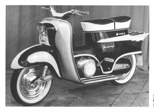 Quand KTM vendait aussi des scooters… Ktm-ponny-i-trois-quarts-avant-gauche-b9463-a89cc