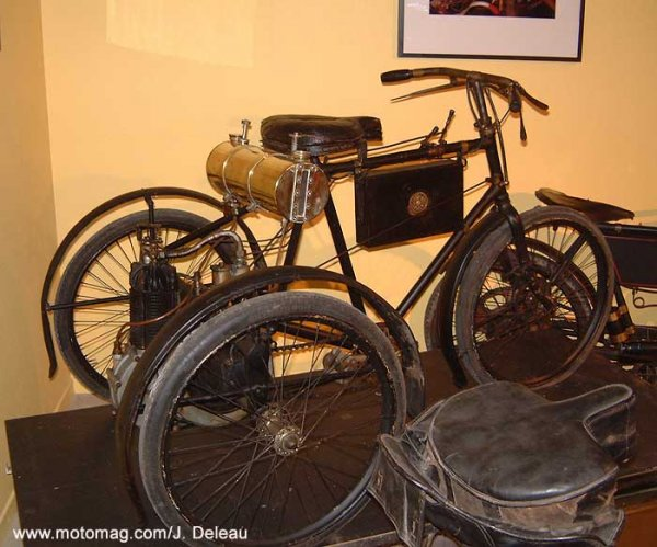 Vieilles photos (pour ceux qui aiment les anciennes photos de bikers ou autre......) - Page 10 Musee_chapleur_2-09d91